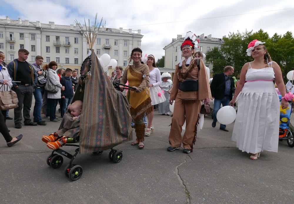 В Северодвинске прошел парад колясок