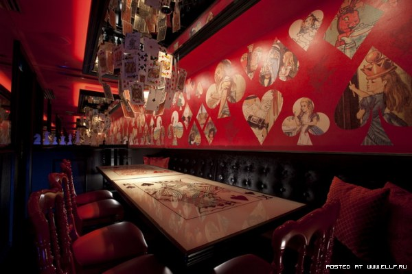 """Ресторан """"Алиса в стране чудес"""" в Токио"""