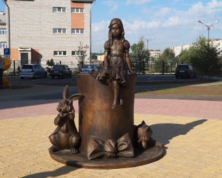 В Абакане появилась Алиса в стране чудес