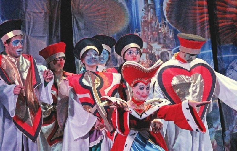 В СКФУ прошла премьера спектакля «Алиса в Стране чудес» студенческой народной театральной студии «Мы»