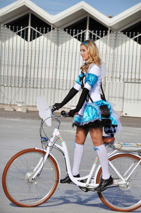 """Велокарнавал в стиле """"Алисы в стране чудес"""" в """"Сокольниках"""""""