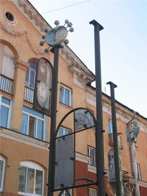 Подборка снимков связанных с Алисой, в одном новосибирском дворе