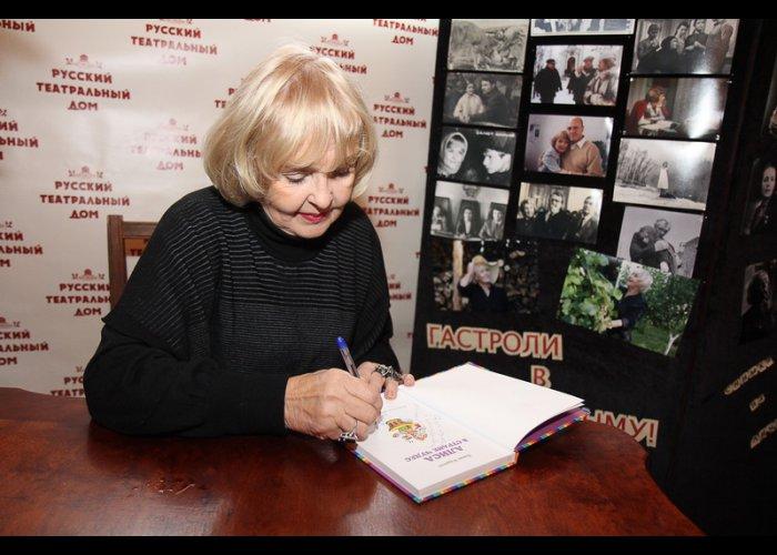 Ада Роговцева приняла участие в акции Книги, которые нас воспитали
