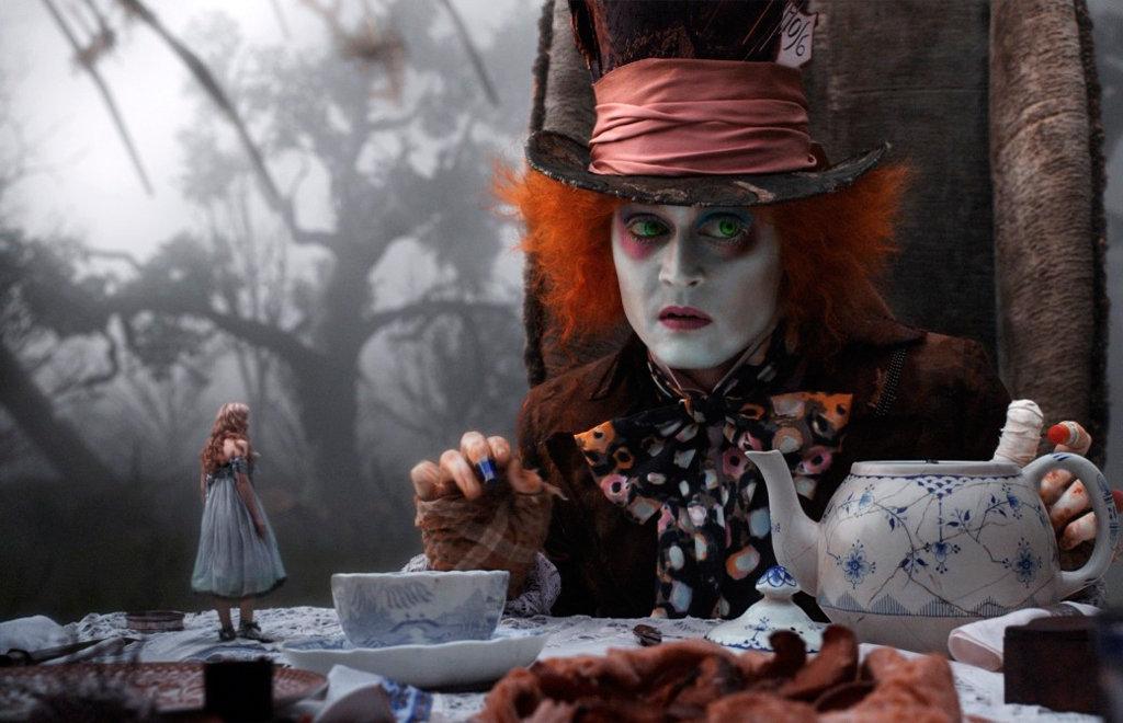 Тим Бертон, 2010. Джонни Депп даже в роли Сумасшедшего шляпника покоряет женские сердца
