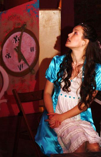 """""""Алиса в стране чудес"""" - детский спектакль-путешествие"""