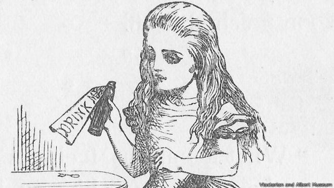 Девочкой со строгим взором изобразил Алису первый иллюстратор этой книжки Джон Тенниел