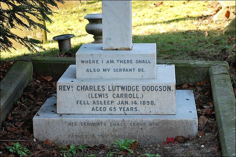 Могила Льюиса Кэрролла в Гилфорде, Суррей.